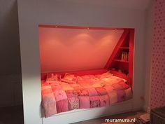 Inbouw bedstee, avontuur in elke kinderkamer - Mura Mura Attic Bedrooms, Girls Bedroom, Bedroom Decor, Built In Bed, Loft Room, Diy Bed, Spare Room, My New Room, Girl Room