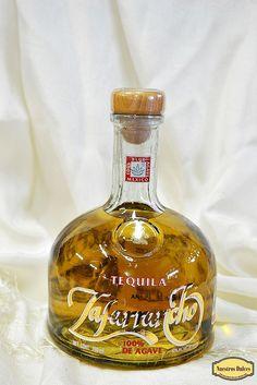 Tequila Añejo Zafarrancho, hecho con 100% agave azul y con 40% de Alcohol.