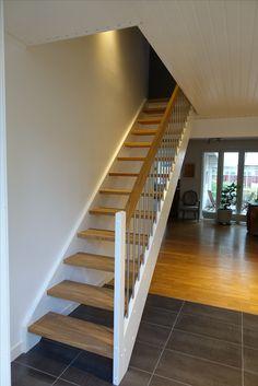 Rak trappa med steg och handledare i ek (helstav) Staircases, Stockholm, House Ideas, Stairs, Home Decor, Stairway, Decoration Home, Room Decor, Home Interior Design