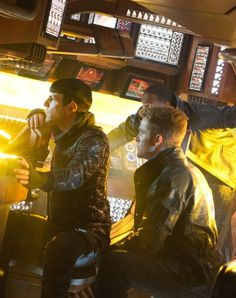 Zachary Quinto stars as Spock and Chris Pine stars as James T. Kirk in Paramount Pictures' Star Trek Into Darkness - Movie still no 55 Star Trek 2009, Star Trek Spock, New Star Trek, Star Trek Beyond, Star Wars, Spock Zachary Quinto, Spock And Kirk, Star Trek Reboot, Foto Gif