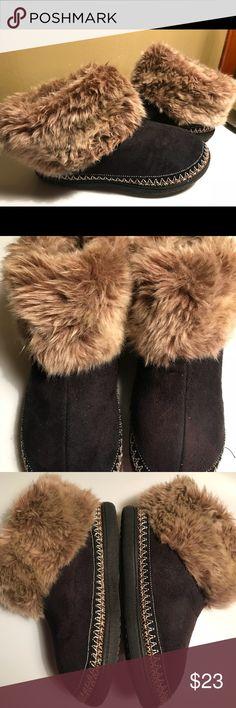 Pine Ridge Isotoner Women's slippers suede New 5-6 New women's slippers size S 5-6 Pine Ridge Shoes Slippers