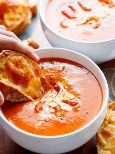 Sopa de tomate assado com manjericao