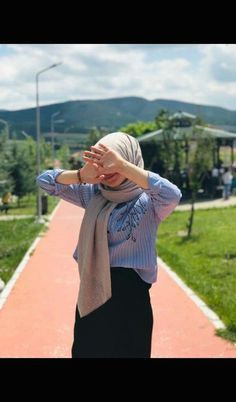 Modest Fashion Hijab, Modern Hijab Fashion, Hijab Fashion Inspiration, Abaya Fashion, Muslim Fashion, Fashion Outfits, Hijabi Girl, Girl Hijab, Muslim Girls