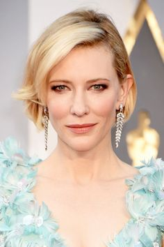 Cate Blanchett's voluminous style is achieved by alternating her curls inward and outward.