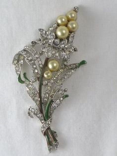 vintage jewelry Mint condition vintage Trafari womens jewelry like new brooch faux pearls crystals Trifari brooch and earring set
