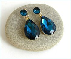 Blue Saphir /Gold crystal Swarovski earrings luxe Boucles Swarovski, Crystals, Gold, Etsy, Sapphire, Ears, Unique Jewelry, Lush, Boucle D'oreille