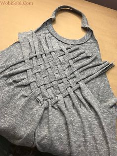 WobiSobi: Weaved Back Tank, DIY Umgestaltete Shirts, Diy Cut Shirts, T Shirt Diy, Diy Tshirt Ideas, Clothes Crafts, Sewing Clothes, Diy Fashion, Ideias Fashion, Fashion Ideas
