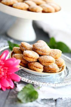Helpot lusikkaleivät ilman voin paahtamista - Suklaapossu Cereal, Almond, Cookies, Baking, Breakfast, Sweet, Food, Ideas, Crack Crackers