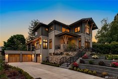 The property 9803 NE St, Bellevue, WA 98004 is currently not for sale on Zillow. Modern House Plans, Modern House Design, Style At Home, Luxury Homes Dream Houses, Contemporary Style Homes, Modern Mansion, Dream House Exterior, Big Houses, Big Modern Houses