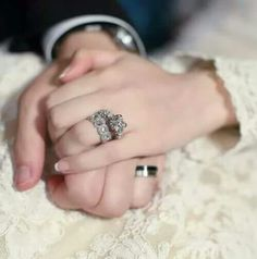 Find images and videos about couple, wedding and jewelry on We Heart It - the app to get lost in what you love. Wedding Couple Poses Photography, Wedding Poses, Wedding Photoshoot, Wedding Couples, Arab Wedding, Indian Wedding Photography, Cute Muslim Couples, Romantic Couples, Cute Couples