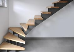 Home Stairs Design, House Design, Wood Staircase, Weekend House, Modern Stairs, House Stairs, Stairways, Interior And Exterior, Home Office