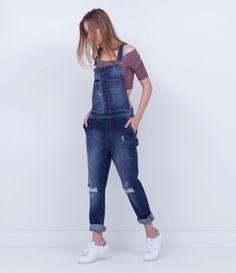 Macacão feminino Modelo longo Com bolsos Marca: Blu Com puídos nas pernas Marca: Blue Steel Tecido: jeans Composição: 100% algodão Modelo veste tamanho: P Veja outras opções de macacões femininos.
