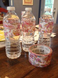 Botellas con cinta adhesiva