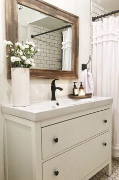These Farmhouse Bathroom Ideas are the perfect inspiration for a diy farmhouse bathroom makeover. Inspiration from farmhouse bathroom mirrors to farmhouse bathroom shiplap these ideas have all the rustic farmhouse decor goodness. Click through to lay y Farmhouse Bathroom Mirrors, Boho Bathroom, Diy Bathroom Decor, Bathroom Renos, Bathroom Interior, Small Bathroom, Bathroom With Wood Floor, Farm House Bathroom, Rustic Bathroom Makeover