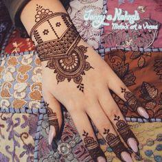 Design by unknown artist. #henna #mehndi #mehendi #hina #7ena #hennaisneverblack #blackhennaisdangerous #vienna #wien #hennawien #hennavienna #hennatattoowien #hennatattoovienna #hennainwien #hennainvienna #hennainspire #henna_i
