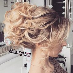 I usually don't like updos but this is gorgeous!!