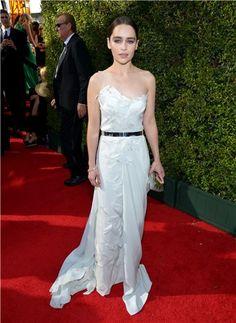 Emilia+Clarke+deslumbra+de+Donna+Karan+Atelier+en+los+Emmy+2013