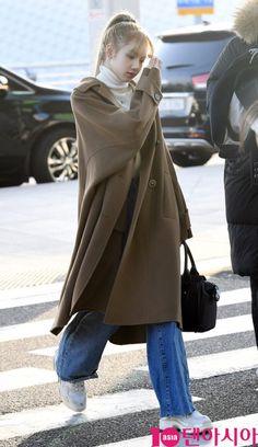 Lisa Lalisa Manoban Lisa Blackpink [lalalalisa_m] Go to JAPAN Korean Airport Fashion, Korean Fashion, Kpop Outfits, Korean Outfits, Blackpink Fashion, Fashion Outfits, Black Pink Kpop, Jennie Blackpink, Blackpink Jisoo