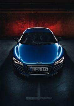 #Audi #R8 V10 Plus #Algérie L'Audi R8 coupé. Ses courbes athlétiques sont le signe de ce qu'il y a à l'intérieur : performance pure et équipement explosif.