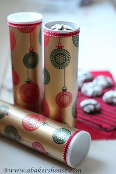 How to turn empty Pringles cans into Christmas gift packaging for homemade cookies.