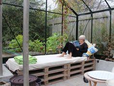To drivhuse - et rum - Drivhusklubben. Greenhouse Gardening, Outdoor Living, Outdoor Decor, Houseplants, Rum, Outdoor Gardens, Garden Design, Home And Garden, Greenhouses