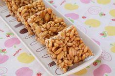 Mamra Sing Chikki - Peanuts & Puffed Rice Chikki Puffed Rice, Sweet Desserts, Peanuts, Cereal, Singing, Favorite Recipes, Breakfast, Sweets, Snacks