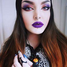 Eyeshadows from @nevecosmetics Duochrome palette, eyeliner by @eyeko , foundation by @naturalcode , lipstick is Criminal by @lasplashcosmetics