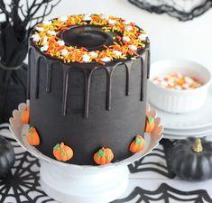 Bolo Halloween, Postres Halloween, Halloween Birthday Cakes, Halloween Desserts, Halloween Food For Party, Halloween Treats, 5th Birthday, Thanksgiving Cakes, Fall Cakes