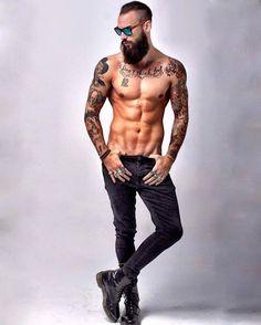 "Krys Pasiecznik (@kryspasiecznik) on Instagram: ""El más poderoso hechizo para ser amado es amar.❤ #beard #beards #bearded #beardman #beardlover…"""