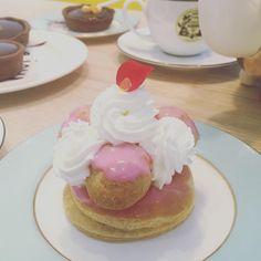 #생토노레 로즈 #파티시에크림 이 가득들어간 #슈~ 올려주고^^ㅋ #로즈향 이 은은하니까 넘 조으네_ #tart #타르틀렛 #타르트 #dessert #디저트 #로즈 #달달구리 #독산역 #카페 #카페디저트