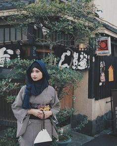 a multifandom mess — This Muslim Woman Is Redefining Hijabi Fashion In. Modest Wear, Modest Dresses, Modest Outfits, Church Dresses, Modest Clothing, Muslim Fashion, Modest Fashion, Hijab Fashion, Womens Fashion Online