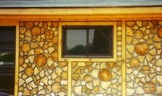 cordwood floor - Google Search Wood Cabins, Cordwood Homes, Natural Building, Cabins In The Woods, Wood Ideas, Beautiful Wall, Sheds, Homesteading, Display