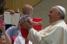 Preciosa anécdota del Papa con los peregrinos enfermos y discapacitados