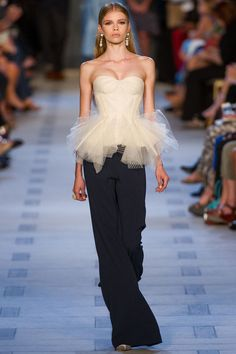The complete Zac Posen Spring 2013 Ready-to-Wear fashion show now on Vogue Runway.