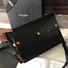 122171,Saint Laurent Bag,Size 26.5x20x7 cm