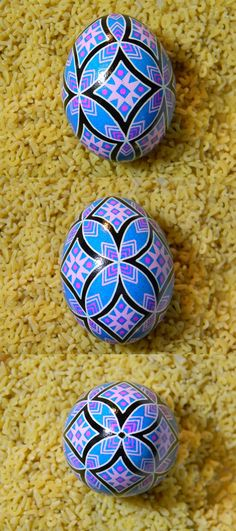 Intertwining Circles in Blue Ukrainian Egg - Psyanky. Simple but pretty.