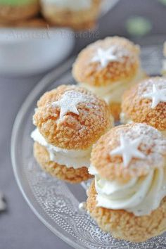 Choux à la crème et au craquelin Pastry Recipes, Cake Recipes, Dessert Recipes, Cooking Recipes, Yummy Treats, Sweet Treats, Yummy Food, Thermomix Desserts, Fancy Desserts