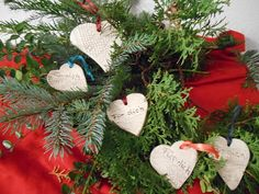 Kreativwerkstatt-Tattendorf Christmas Wreaths, Christmas Ornaments, Holiday Decor, Home Decor, Work Shop Garage, Hand Crafts, Creative, Breien, Decoration Home