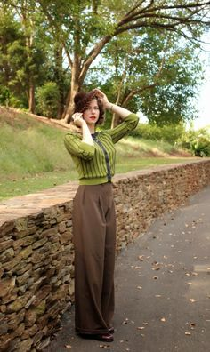 Vintage style- im not the biggest fan of pants but i think i could rock some high waisted trousers. CP Shades look just like this. Look Vintage, Vintage Stil, Vintage Mode, Retro Vintage, 1930s Fashion, Retro Fashion, Vintage Fashion, Womens Fashion, Fall Fashion
