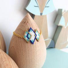 Le produit Bracelet motif losanges enlacés tissé en perles de verre est vendu par My-French-Touch dans notre boutique Tictail.  Tictail vous permet de créer gratuitement en ligne un shop de toute beauté sur tictail.com