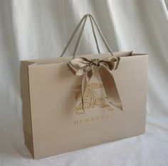 gift bag with addition of double-faced satin ribbon Clever Packaging, Luxury Packaging, Bag Packaging, Packaging Design, Shopping Bag Design, Paper Shopping Bag, Paper Bag Design, Custom Bags, Luxury Bags