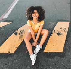 Street Portrait, Cute Poses, Poses For Pictures, Girl Inspiration, Black Girl Fashion, Girl Photography Poses, Tumblr Girls, Girl Poses, Photoshoot