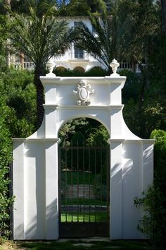 white gate Outdoor Areas, Indoor Outdoor, Outdoor Structures, Entrance Gates, Entrance Ideas, Grill Gate, Architecture Details, Green Architecture, Outdoor Retreat