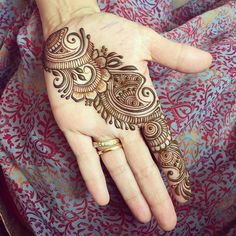 Beautiful Mehndi Design - Browse thousand of beautiful mehndi desings for your hands and feet. Here you will be find best mehndi design for every place and occastion. Quickly save your favorite Mehendi design images and pictures on the HappyShappy app. Easy Mehndi Designs, Latest Mehndi Designs, Henna Tattoo Designs, Bridal Mehndi Designs, Henna Tattoos, Mehndi Designs For Beginners, Mehndi Designs For Girls, Mehndi Design Photos, Dulhan Mehndi Designs
