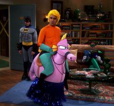 Raj aquaman the big bang theory Aquaman Costume, The Big Bang Theory, Cartoon Pics, Halloween, Bigbang, Costumes, Occasion, Geeks, Nerdy