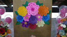 Painel com flores de papel!