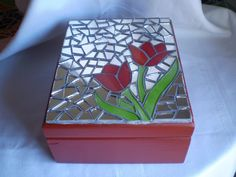Resultado de imagen para cajas de te con mosaicos Mosaic Artwork, Mirror Mosaic, Mosaic Glass, Mosaic Tiles, Glass Art, Mosaics, Mosaic Crafts, Mosaic Projects, Glass Jewelry Box