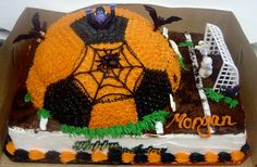 Check out this hauntingly delicious cake! Halloween Cakes, Halloween Themes, Halloween Party, Soccer Treats, Soccer Cakes, Diy Craft Projects, Diy Crafts, Star Wars Cake, Soccer Party