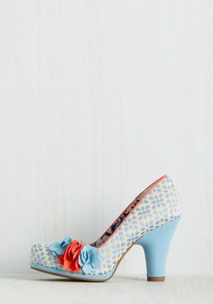 Attention first dates, romantic dinners, and formal invites - these ivory heels are ready to make your next outing a truly elegant one! Dotted with sky blue pentagons, piped in a coral hue, and topped with a trio of floral appliques, these jacquard beauties excitedly await your reply!