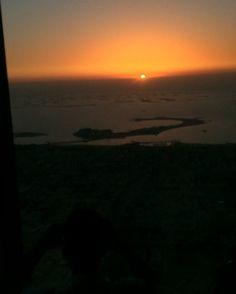 Il #tramonto dal grattacielo più alto del mondo dove il #Ramadan dura di più che nel resto di #dubai #sunset #sun #burjkhalifa